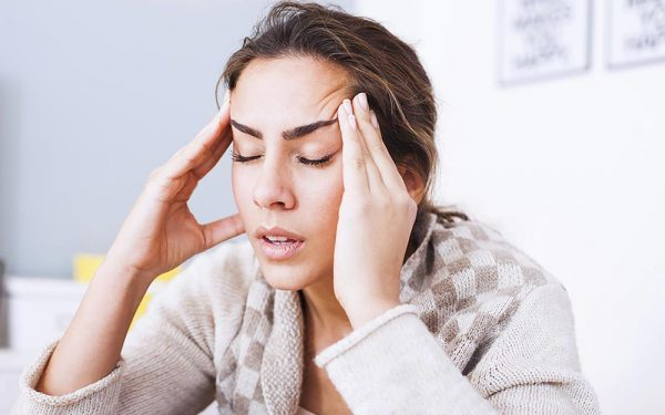 Đau nửa đầu bên phải là triệu chứng của bệnh gì? Có nguy hiểm không?